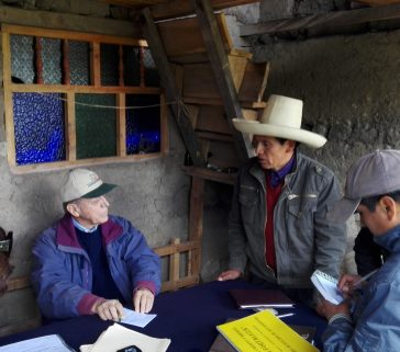 Sesión de una unión de créditos y ahorro en zona rural de La Encañada 01