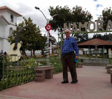 Visita al distrito de Namora provincia de San Marcos. Pueblo de productores de guitarras como figura en el monumento