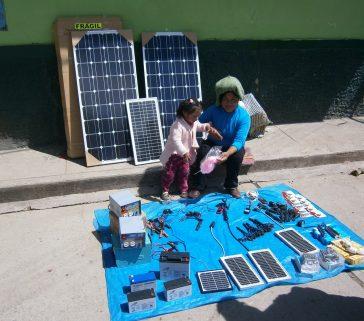 Paneles solares en la feria de Lircay