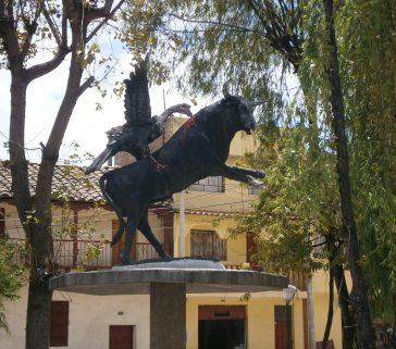 Yawar Fiesta en la Plaza de Pueblo Viejo de Lircay